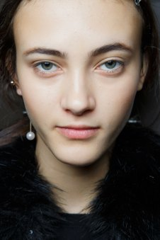 Sacai-spring-2016-beauty-fashion-show-the-impression-19