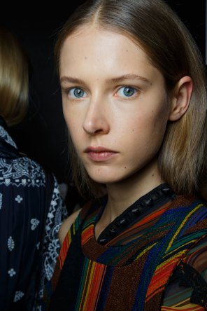 Sacai-spring-2016-beauty-fashion-show-the-impression-35