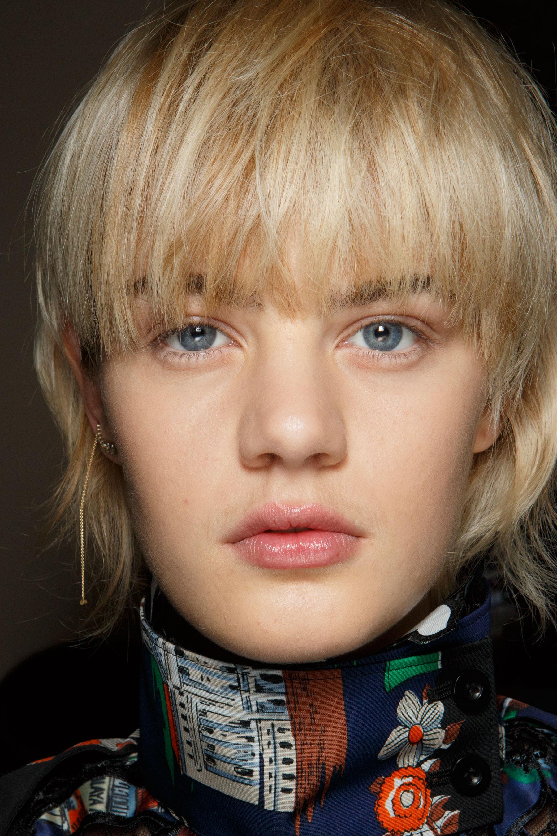 Sacai-spring-2016-beauty-fashion-show-the-impression-64