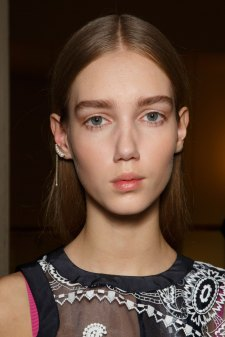 Sacai-spring-2016-beauty-fashion-show-the-impression-74