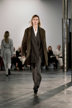 The-Row-fall-2017-fashion-show-the-impression-09-1