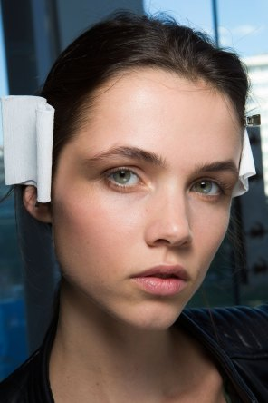 anthony-vaccarello-spring-2016-beauty-fashion-show-the-impression-18