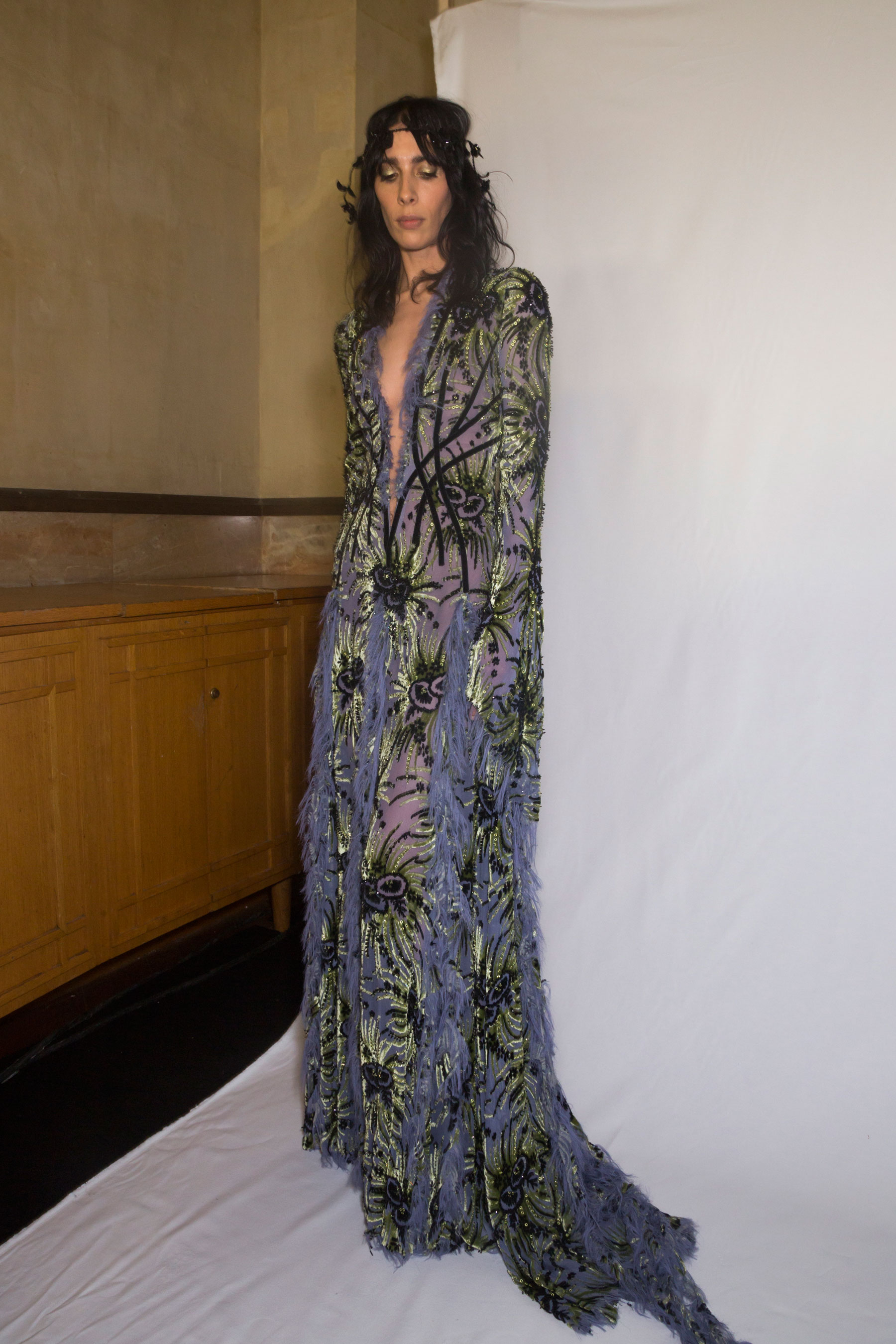 atelier-versace-backstage-fall-2015-couture-the-impression-031