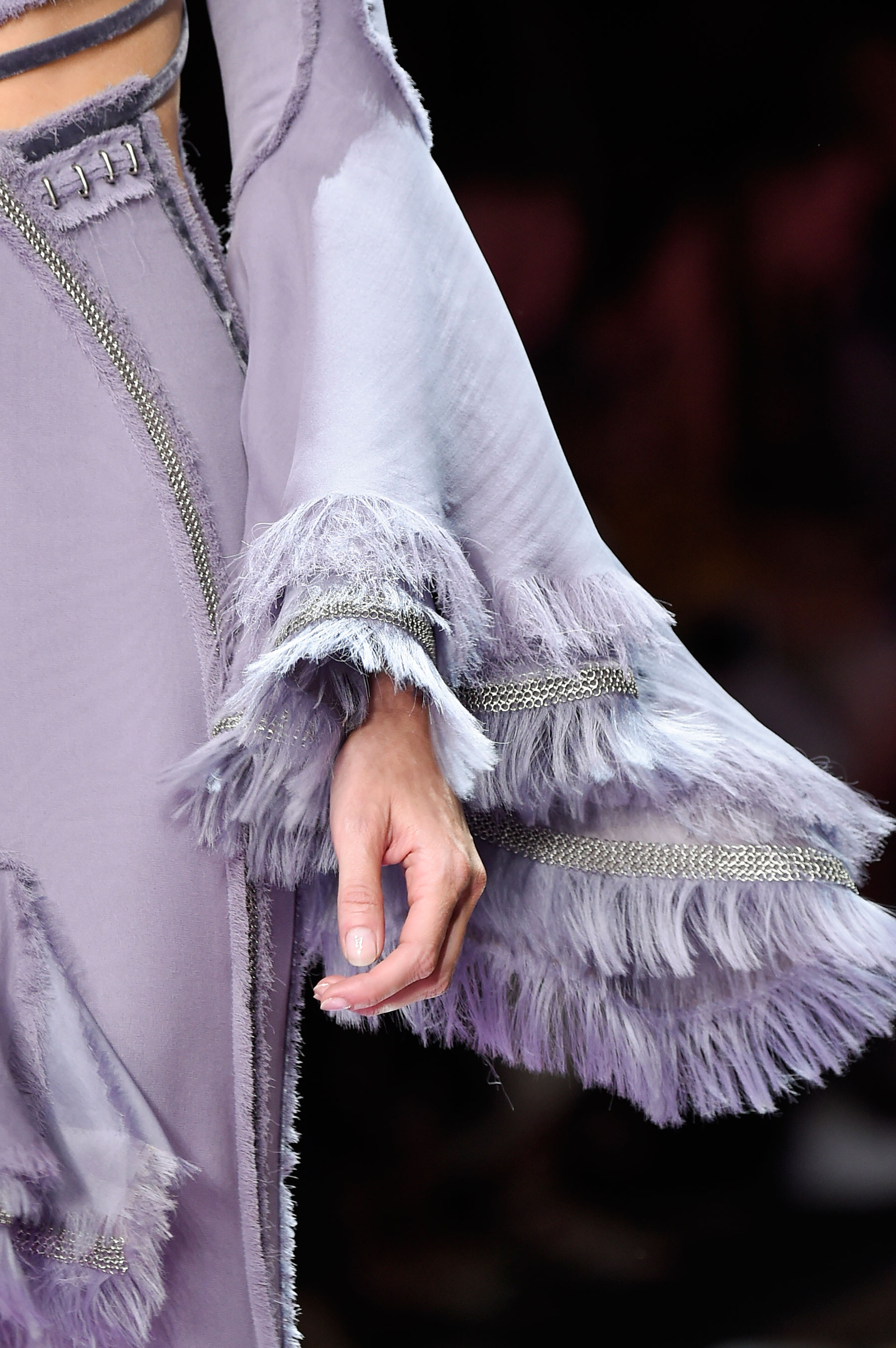 atelier-versace-close-ups-fall-2015-couture-the-impression-004