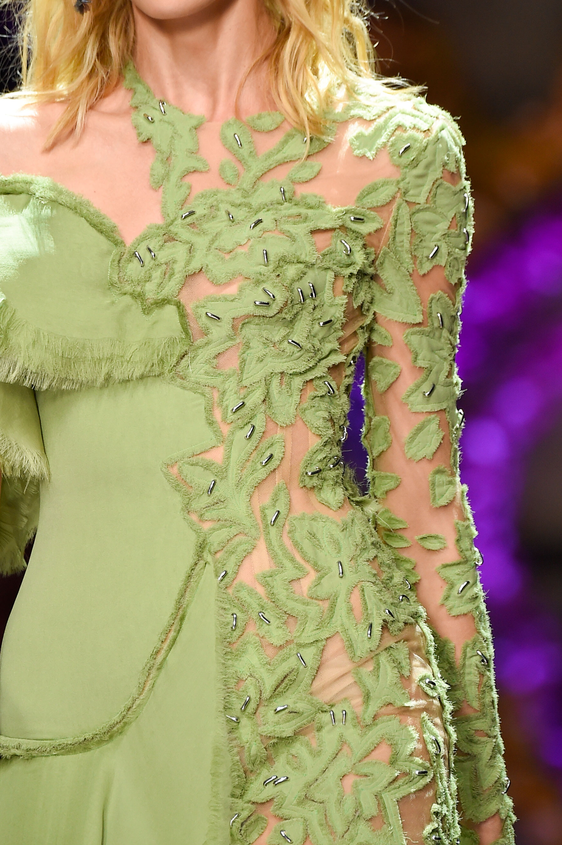 atelier-versace-close-ups-fall-2015-couture-the-impression-031