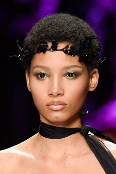 atelier-versace-close-ups-fall-2015-couture-the-impression-140