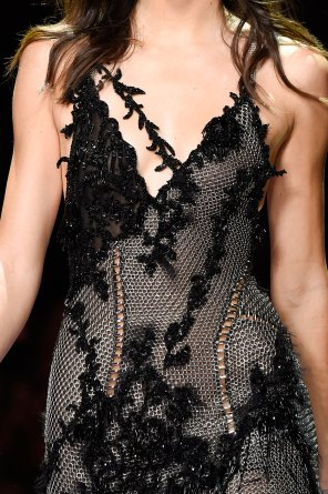 atelier-versace-close-ups-fall-2015-couture-the-impression-196