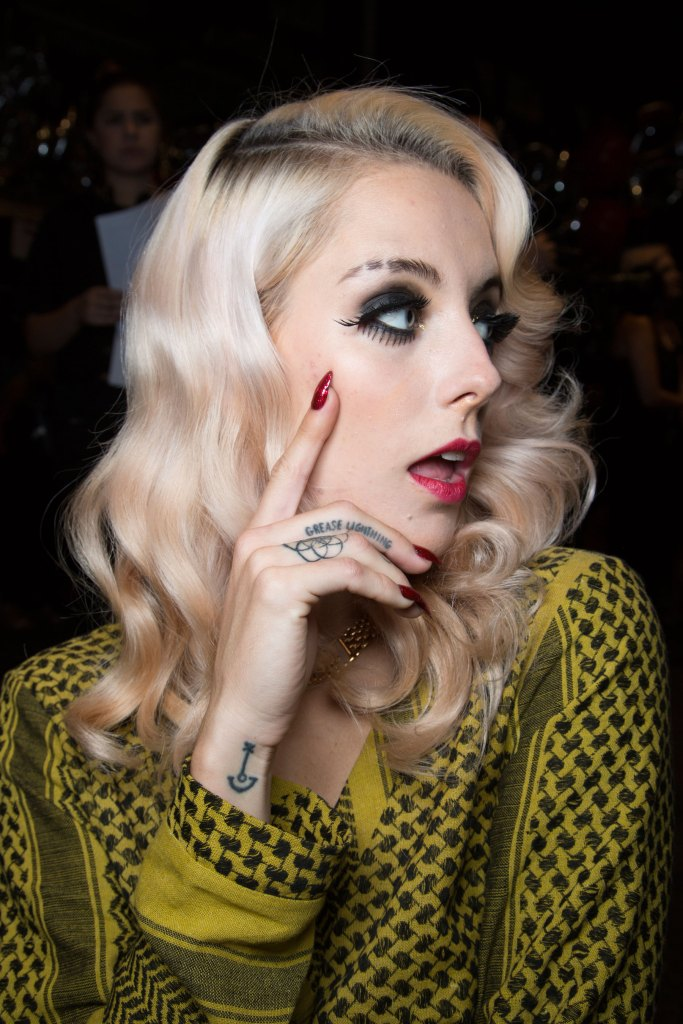 betsey-johnson-beauty-backstage-spring-2016-fashion-show-the-impression-55