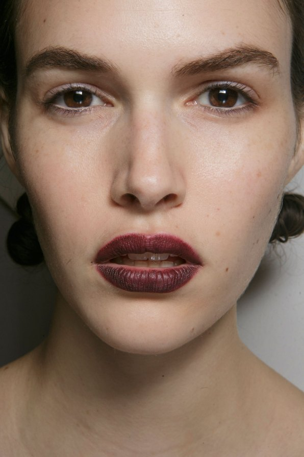 burberry-spring-2016-beauty-fashion-show-the-impression-10