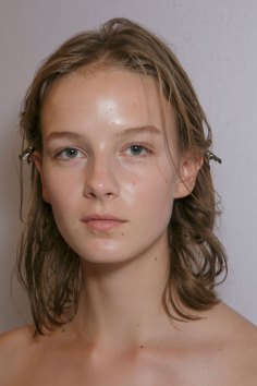 burberry-spring-2016-beauty-fashion-show-the-impression-11