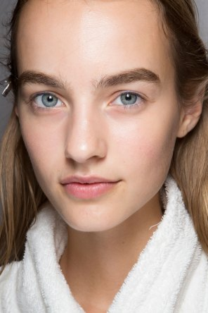 burberry-spring-2016-beauty-fashion-show-the-impression-49