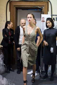 chalayan-spring-2016-backstage-fashion-show-the-impression-03