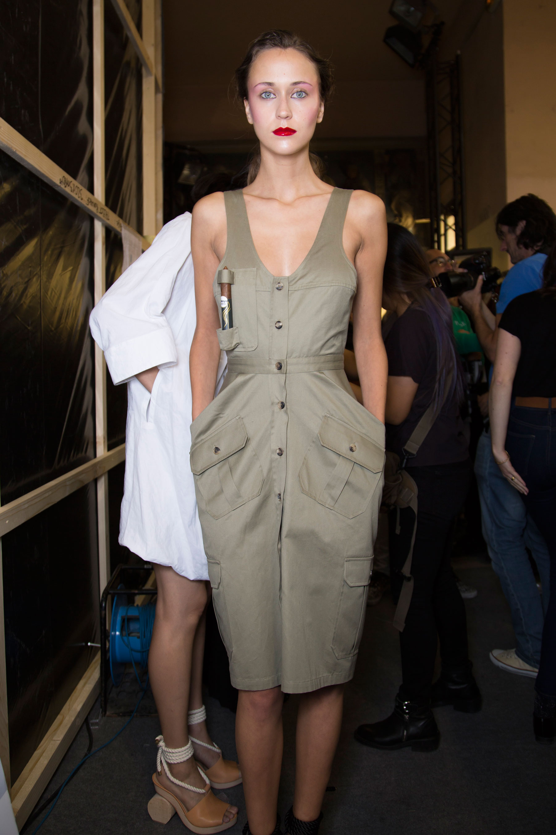 chalayan-spring-2016-backstage-fashion-show-the-impression-16