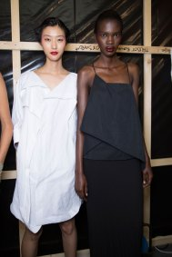chalayan-spring-2016-backstage-fashion-show-the-impression-22