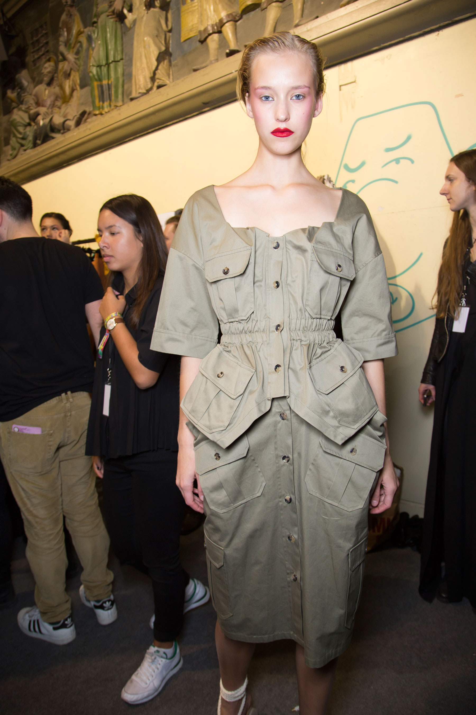 chalayan-spring-2016-backstage-fashion-show-the-impression-32