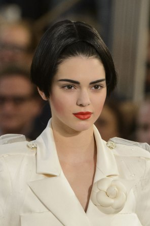 chanel-close-ups-fall-2015-couture-show-the-impression-207