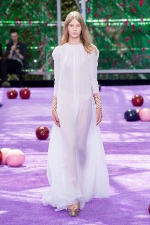 dior-fall-2015-couture-the-impression-002-682x1024