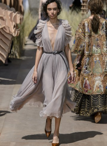 Christian Dior Fall 2017 Couture Fashion Show