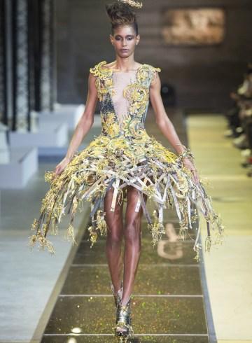 Guo Pei Spring 2017 Couture Fashion Show