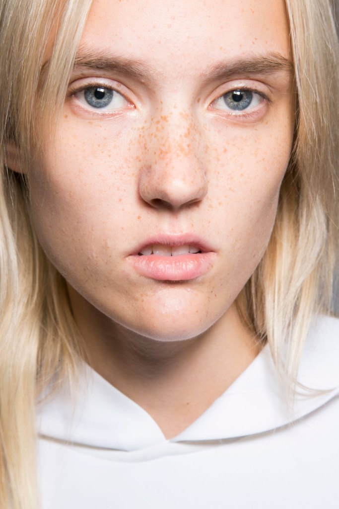 lacoste-backstage-beauty-spring-2016-fashion-show-the-impression-21