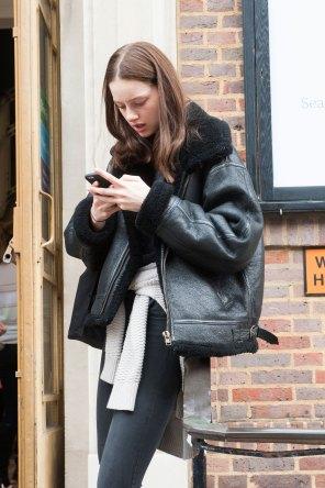 london-fashion-week-day-4-street-style-spring-2016-fashion-show-the-impression-004