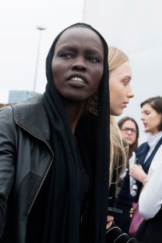 london-fashion-week-day-4-street-style-spring-2016-fashion-show-the-impression-016