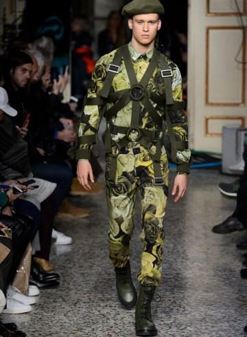Moschino Fall 2017 Menswear Fashion Show