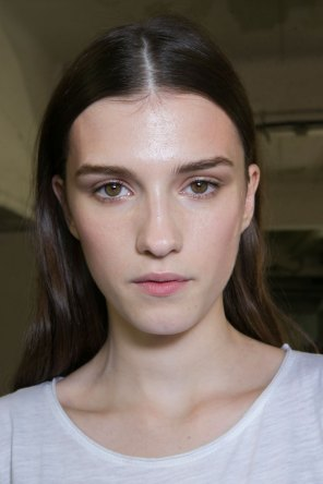 versace-backstage-beauty-spring-2016-fashion-show-the-impression-017
