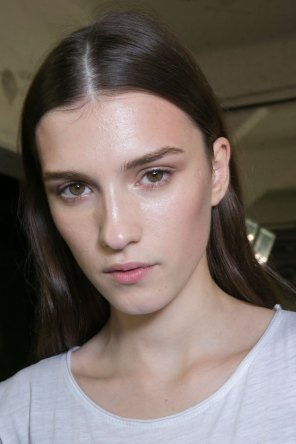 versace-backstage-beauty-spring-2016-fashion-show-the-impression-018