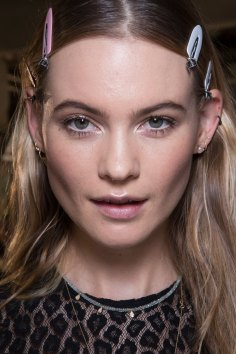 versace-backstage-beauty-spring-2016-fashion-show-the-impression-056