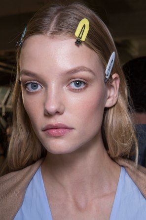 versace-backstage-beauty-spring-2016-fashion-show-the-impression-062