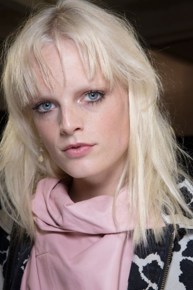 versace-backstage-beauty-spring-2016-fashion-show-the-impression-071