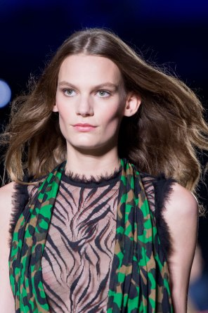 versace-runway-beauty-spring-2016-fashion-show-the-impression-016