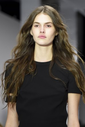 versus-runway-beauty-spring-2016-fashion-show-the-impression-033