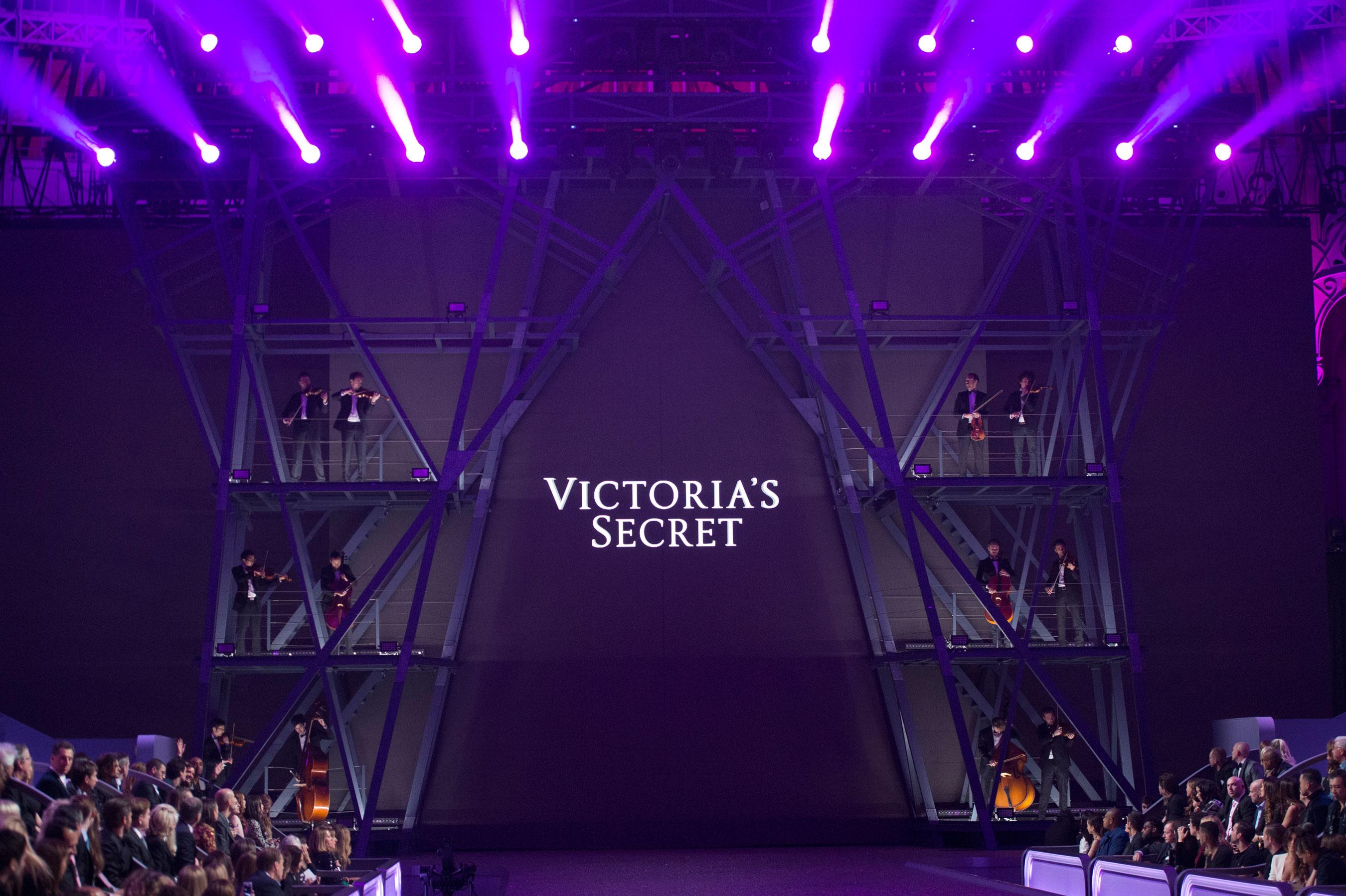 Paris Victoria's secret extraordinary extravaganza