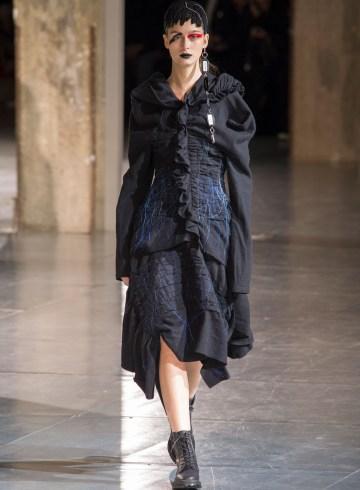 Yohji Yamamoto Fall 2017 Fashion Show