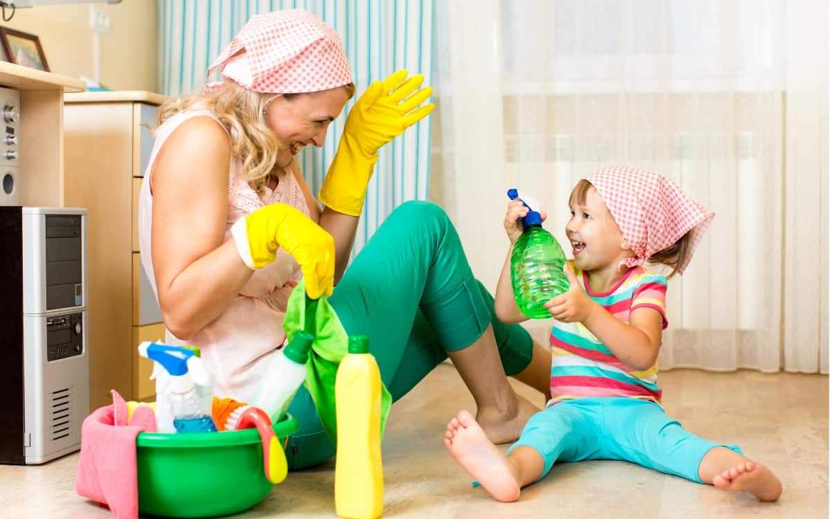 • Working mom house cleaning schedule