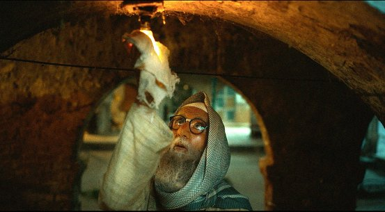 amitabh bachchan removing a bulb in a still from the movie