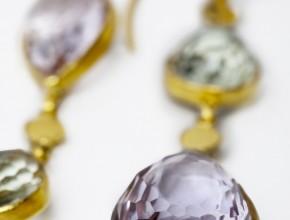 Golconda Drops, hommage aux plus beaux diamants du monde des mines de Golconde, près d'Hyderabad (région du Deccan).