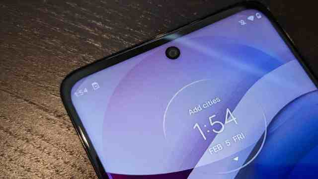 Motorola smartphones will soon be able to charge over the air