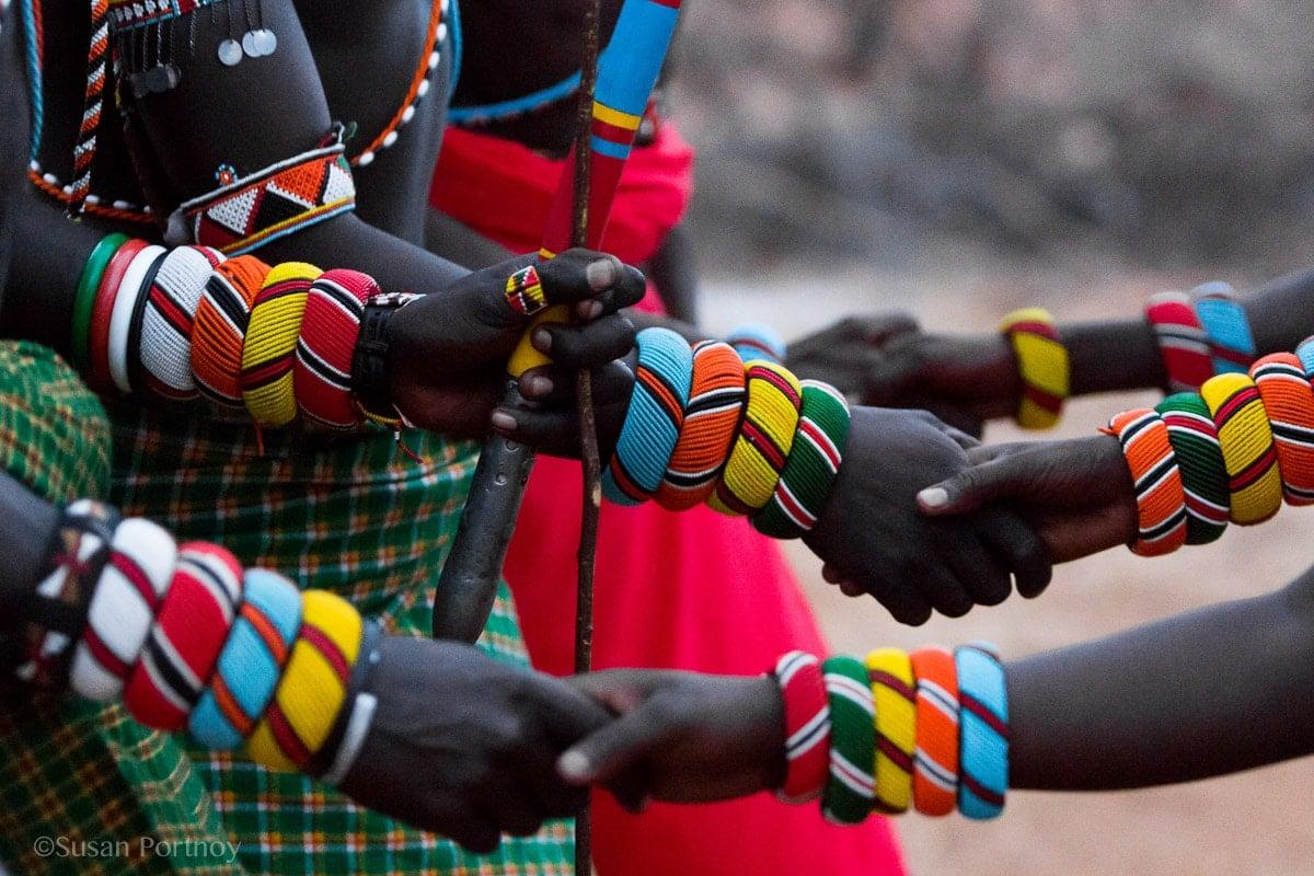 samburu-men-and-women-holding hands-kenya-7201