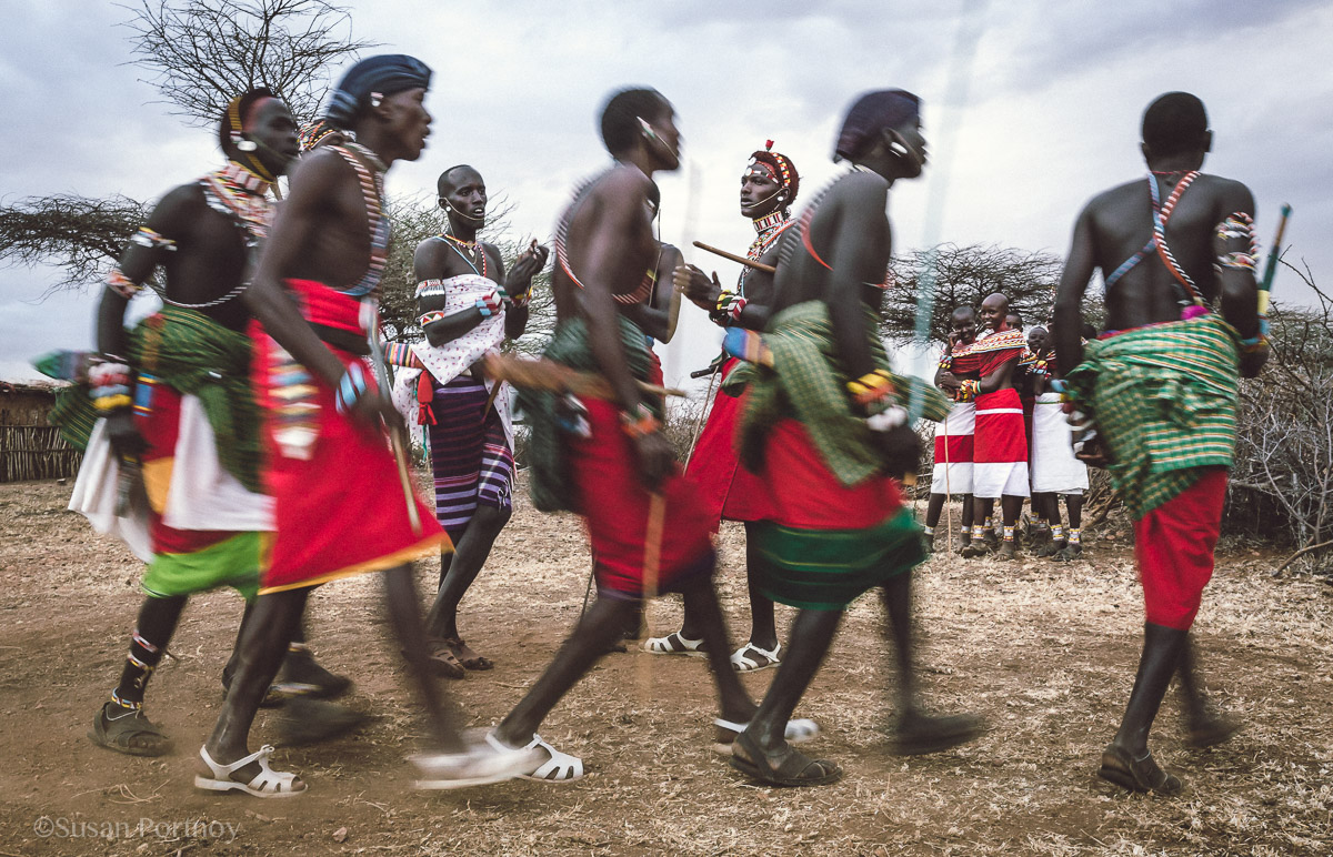 samburu-men-and-women-of the Samburu Tribedance-in-kenya-7110