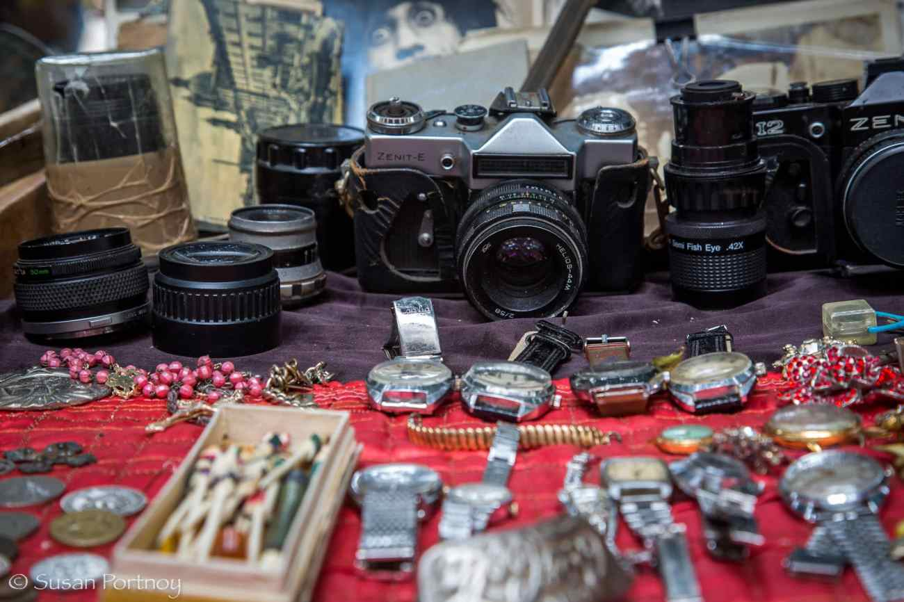 How to travel better - flea market in Havana, Cuba