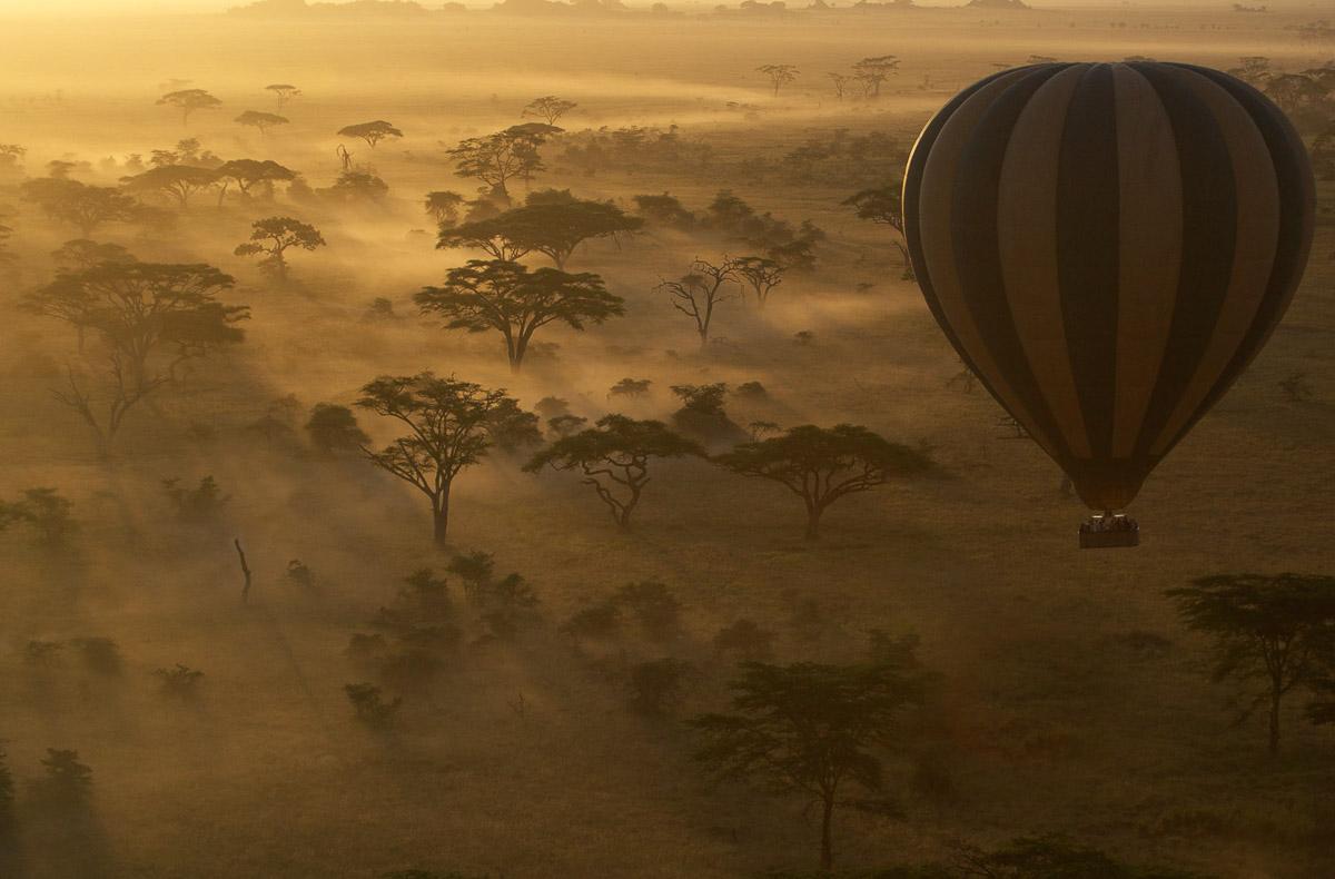 Hot air balloon over the Serengeti on a African Photo Safari
