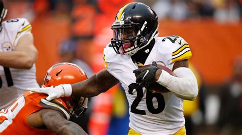 "Pittsburgh Steelers Waiting For ""Appropriate Time"" To Discuss Bell"