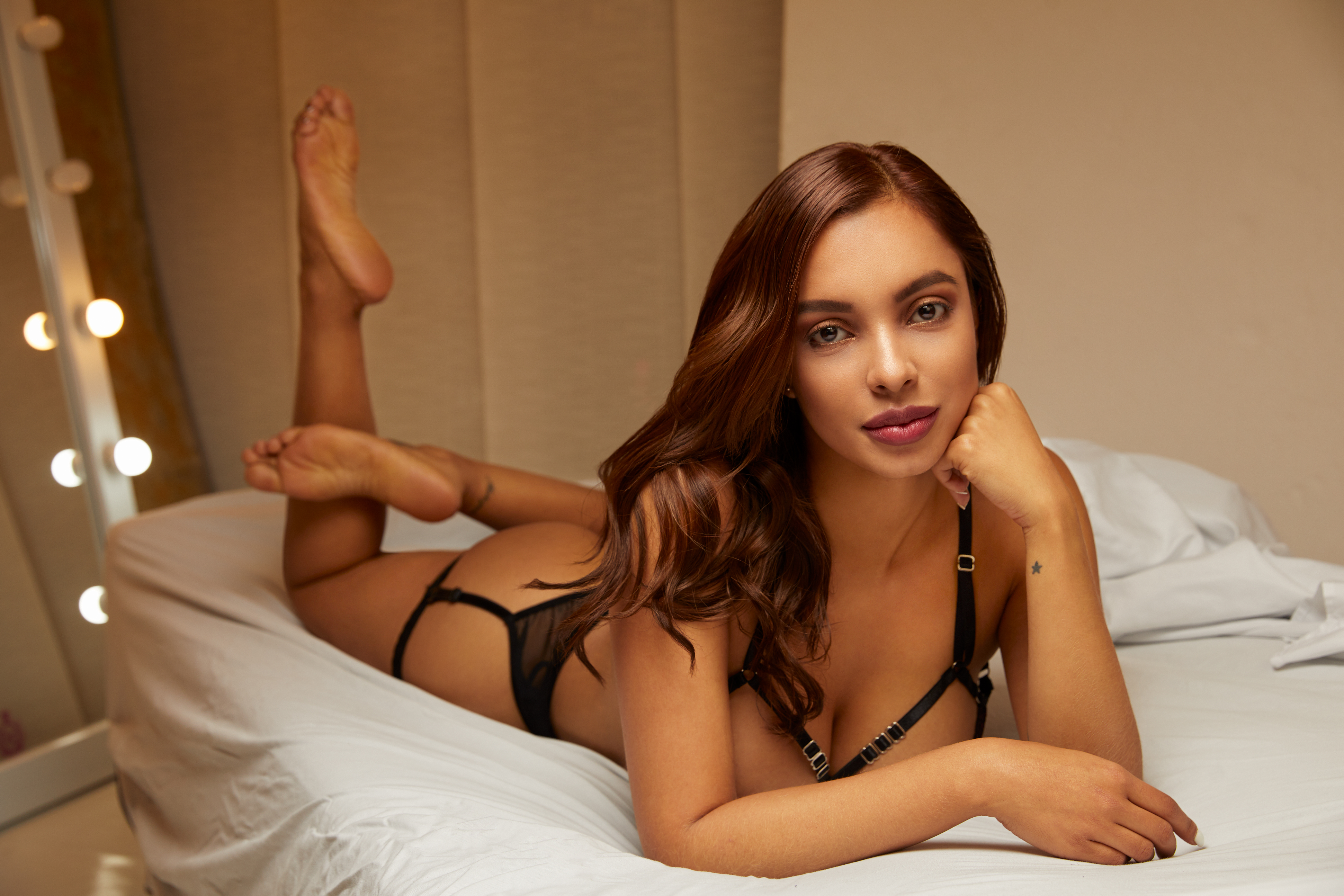 Glamour Girl: Q and A With Lingerie and Lifestyle Model, Dania Gonzalez
