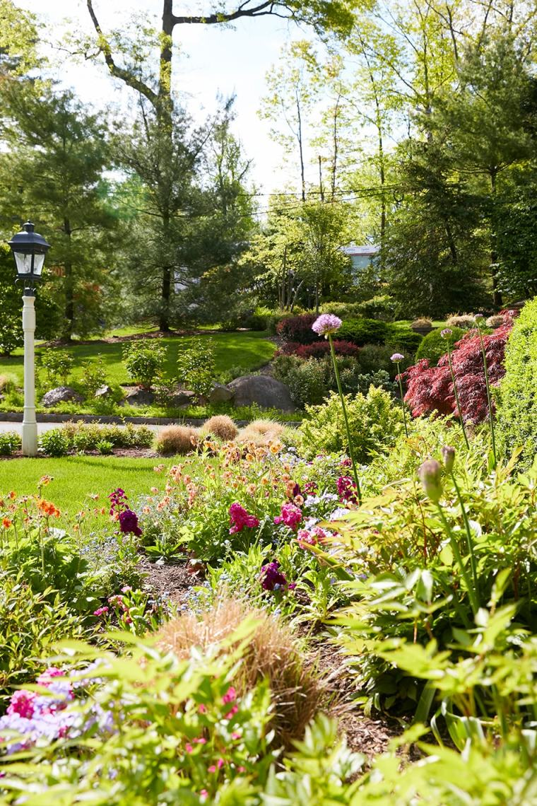 custom home garden in Short Hills, New Jersey