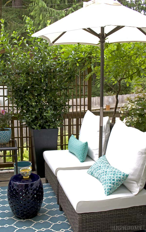 My Small Backyard Deck Makeover {Before & After} - The ... on Small Yard Deck id=86276