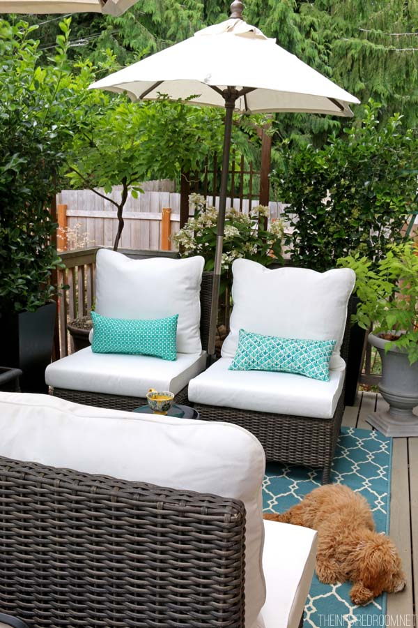 My Small Backyard Deck Makeover {Before & After} | The ... on Small Yard Deck id=37230