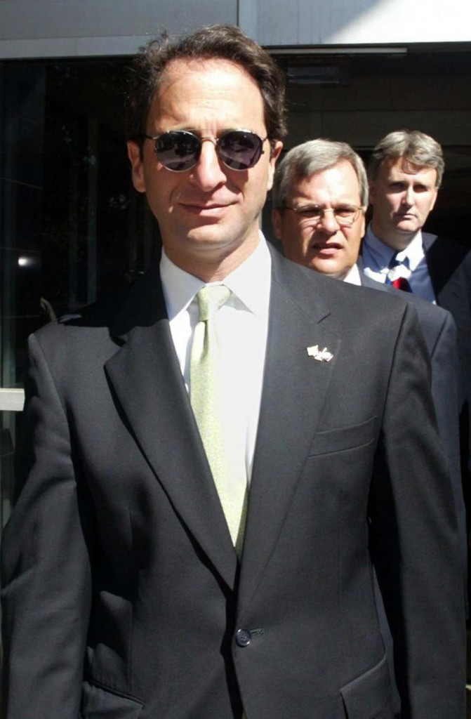 HOUSTON, UNITED STATES:  Federal prosecutor Andrew Weissmann leaves the Bob Casey Federal building in Houston, Texas, after Judge Melinda Harmon sentenced the Arthur Andersen firm in the obstruction of justice trial 16 October 2002. Arthur Andersen was fined 500,000 dollars and placed on probation for five years for obstructing justice in the Enron probe, a largely irrelevant sentence for the disgraced accounting firm.   AFP PHOTO/James NIELSEN (Photo credit should read JAMES NIELSEN/AFP/Getty Images)